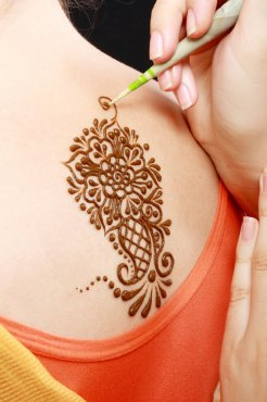 How Do Henna Tattoos Work?