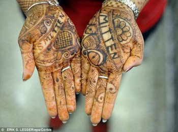 Imitation: Traditional red henna is made from a flowering plant and is harmless to the skin (stock photo)