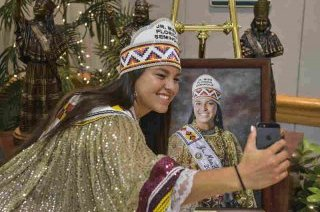 Outgoing Jr. skip Florida Seminole Cheyenne Nunez snaps a selfie together with her portrait in the skip Florida Seminole pageant on July, 25, 2015 in Hollywood, Fla. Every skip Florida Seminole from 2005 to the current happens to be memorialized in bronze statues behind the girl.